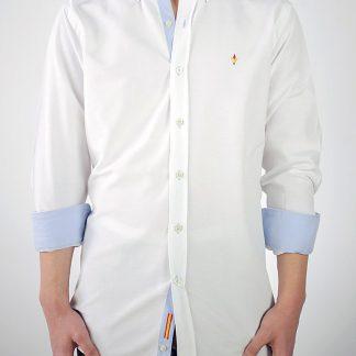 Camisa Donatello Oxford blanco contrastada con Oxford celeste y bandera de España